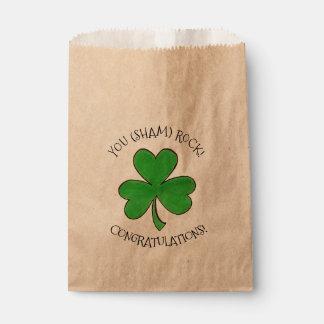 (偽り)緑のクローバーのお祝いの運を揺すります フェイバーバッグ