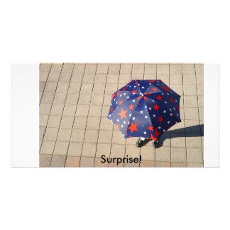 傘の下の驚き、驚き! カード