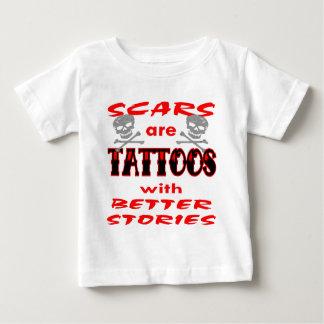 傷はよりよい物語の入れ墨です ベビーTシャツ