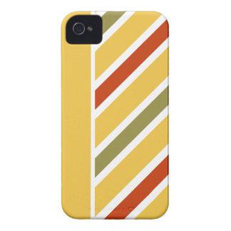 傾けられたストライプのブラックベリーのはっきりしたな箱は、カスタマイズ Case-Mate iPhone 4 ケース