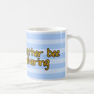 働きバチ-郵便局員 コーヒーマグカップ