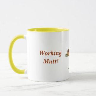 働く雑種犬のマグ マグカップ