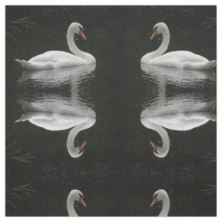 優美で白い白鳥のパターン(の模様が)あるな動物の生地 ファブリック