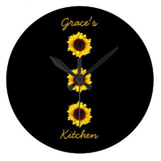 優美の台所Iのための3つの明るいヒマワリ ラージ壁時計