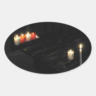 儲の黒いサポートのある宗教蝋燭 楕円形シール