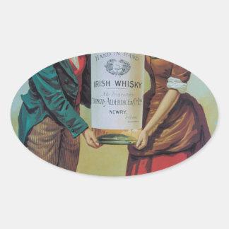 元のヴィンテージのアイルランドのウィスキーポスター、手に手をとって 楕円形シール