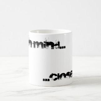 先入観のない考慮は…、…握りこぶしを閉めました コーヒーマグカップ