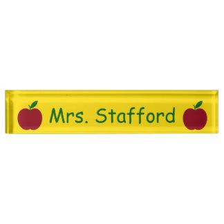 先生のAppleの赤い緑の黄色い名前入り デスクネームプレート