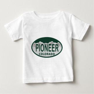 先駆的コロラド州免許証の楕円形 ベビーTシャツ