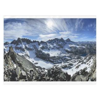 光塔およびiceberg湖-山脈のパノラマ テーブルクロス