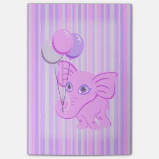 光沢がある気球を握っているかわいいピンクのベビー象 ポストイット