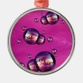 光沢がある虹色のピンク色の泡 メタルオーナメント