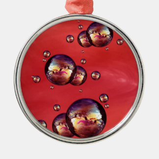 光沢がある虹色の赤い色の泡 メタルオーナメント
