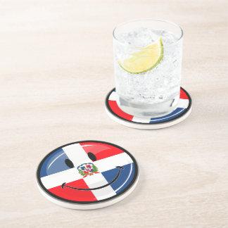 光沢のある円形のドミニカ共和国の旗のスマイリー コースター