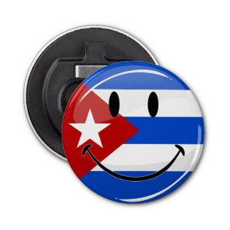 光沢のある円形の微笑のキューバの旗 栓抜き