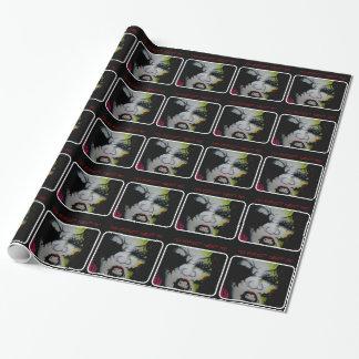 光沢のある包装紙の「気色悪い人形」 ラッピングペーパー