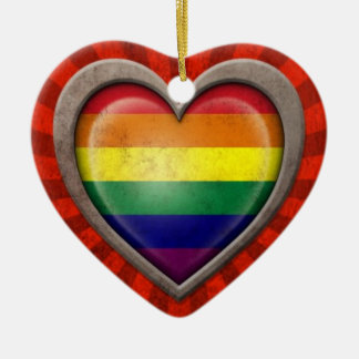 光線との老化させたゲイプライドの虹の旗のハート セラミックオーナメント