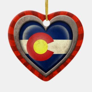 光線との老化させたコロラド州の旗のハート セラミックオーナメント