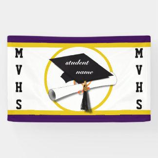 免状および金ゴールドの円が付いている卒業の帽子 横断幕