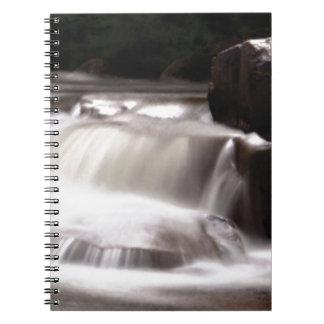 入り江の水の破烈 ノートブック