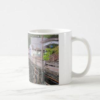入り江の通りKetchikan、アラスカ コーヒーマグカップ