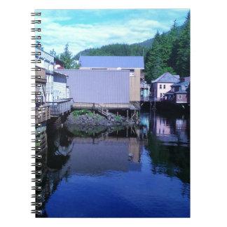 入り江のBackviewの美しく素朴な反射 ノートブック