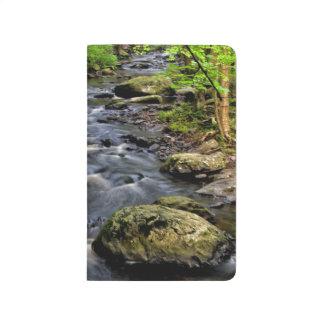 入り江は森林を貫流します ポケットジャーナル