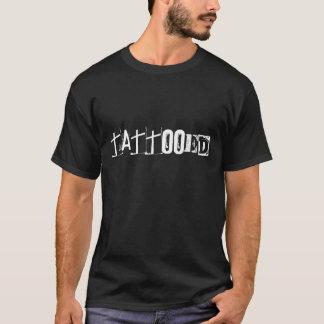 入れ墨される Tシャツ
