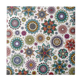 入れ墨のスタイルの花の落書きパターン タイル
