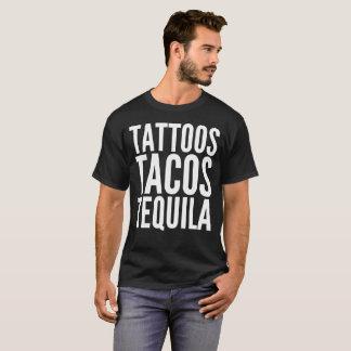 入れ墨のタコスのテキーラの文字のタイポグラフィのTシャツ Tシャツ
