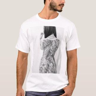 入れ墨の女の子 Tシャツ