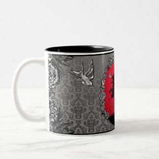 入れ墨の愛つばめのマグのばら色の盆栽の木 ツートーンマグカップ