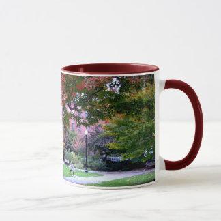公共庭の秋 マグカップ