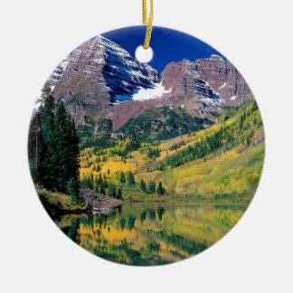 公園のあずき色の鐘White川の森林コロラド州 セラミックオーナメント