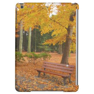 公園の平和で、静かな秋 iPad AIRケース