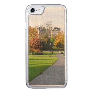 公園の秋 CARVED iPhone 8/7 ケース