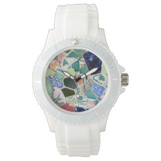 公園のGuellのモザイク 腕時計