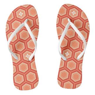 六角形の着物のプリント、マンダリンオレンジ ビーチサンダル