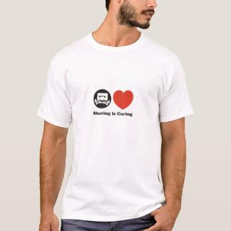 共有は思いやりがあるロゴのTシャツです Tシャツ