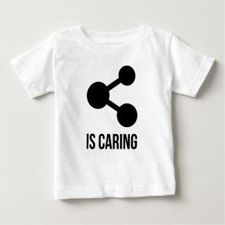共有は思いやりがある幼児Tシャツです ベビーTシャツ