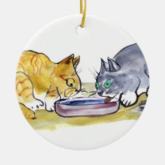 共有-オレンジトラおよび灰色のタキシード猫の共有 セラミックオーナメント