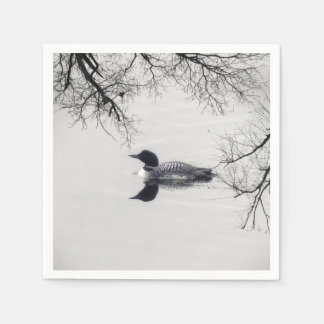 共通の水潜り鳥は冬の北湖で泳ぎます スタンダードカクテルナプキン