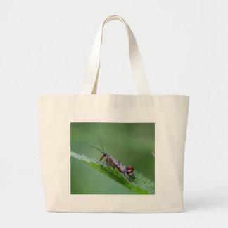 共通の蠍のはえ(communis Panorpa) ラージトートバッグ