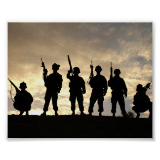 兵士はポスターのシルエットを描きます ポスター