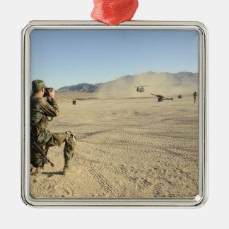 兵士はCH-47チヌックを文書化します メタルオーナメント
