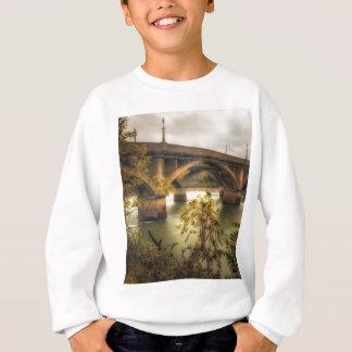 具体的なジャングル スウェットシャツ