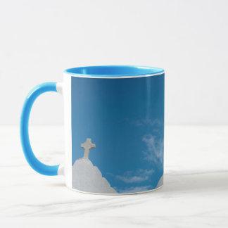 典型的な水漆喰を塗られた教会 マグカップ