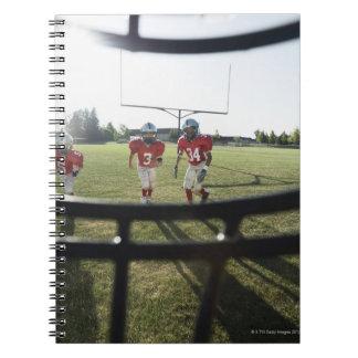 内側からフットボール選手および分野の眺め ノートブック