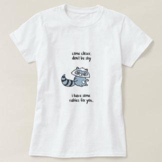 内気なアライグマがあないで下さい Tシャツ