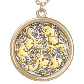 円のケルト族の馬そして結び目 ゴールドプレートネックレス